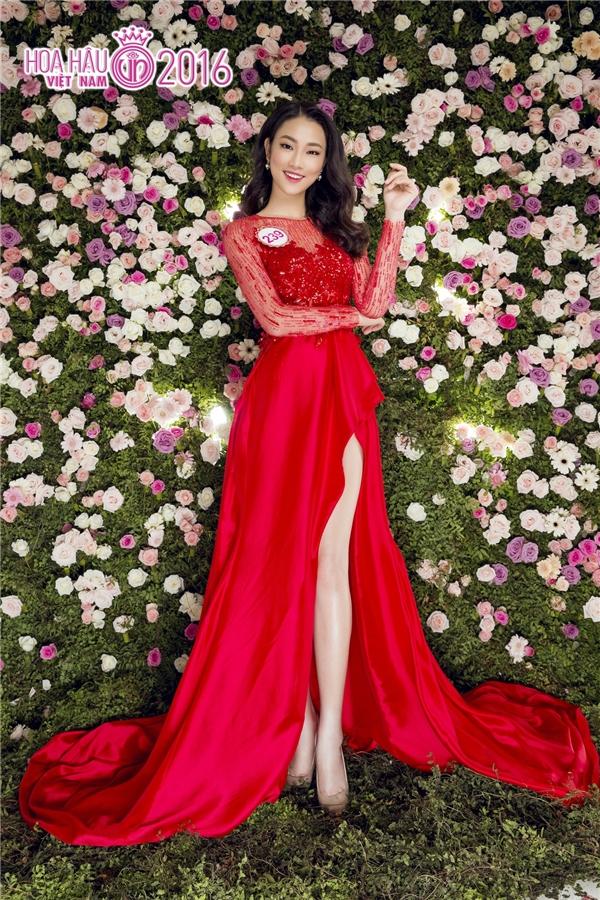 Ngay thời khắc xướng tên của Hoa hậu Việt Nam 2016, nhiều khán giả cứ ngỡ Thủy Tiên sẽ bước lên đỉnh vinh quang bởi sự hòa hợp giữa nhan sắc, tri thức và vẻ đẹp tâm hồn (chiến thắng dự án nhân ái) theo đúng tiêu chí của cuộc thi. Một lần nữa, Thủy Tiên phải khiến khán giả tiếc nuối.