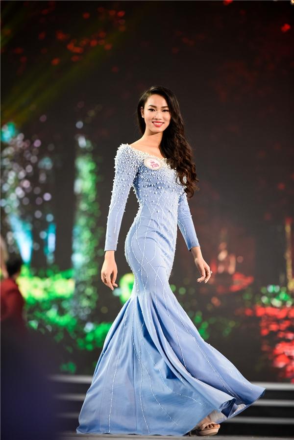 Điểm trừ của Mỹ Linh trong đêm chung kết Hoa hậu Việt Nam 2016 là việc lựa chọn bộ váy dạ hội có màu sắc quá tối khiến cô trong không mấy nổi bật. Với độ tuổi 19, đôi mươi, khán giã vẫn kì vông sẽ được nhìn thấy một Thủy Tiên trưởng thành, chững chạc hơn khi trở lại với các đấu trường nhan sắc của năm 2017.