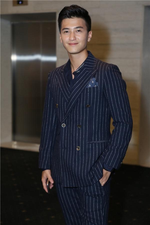 Vắn bạn gái MC Hoàng Oanh, nam diễn viên Huỳnh Anh một mình đến dự sự kiện.