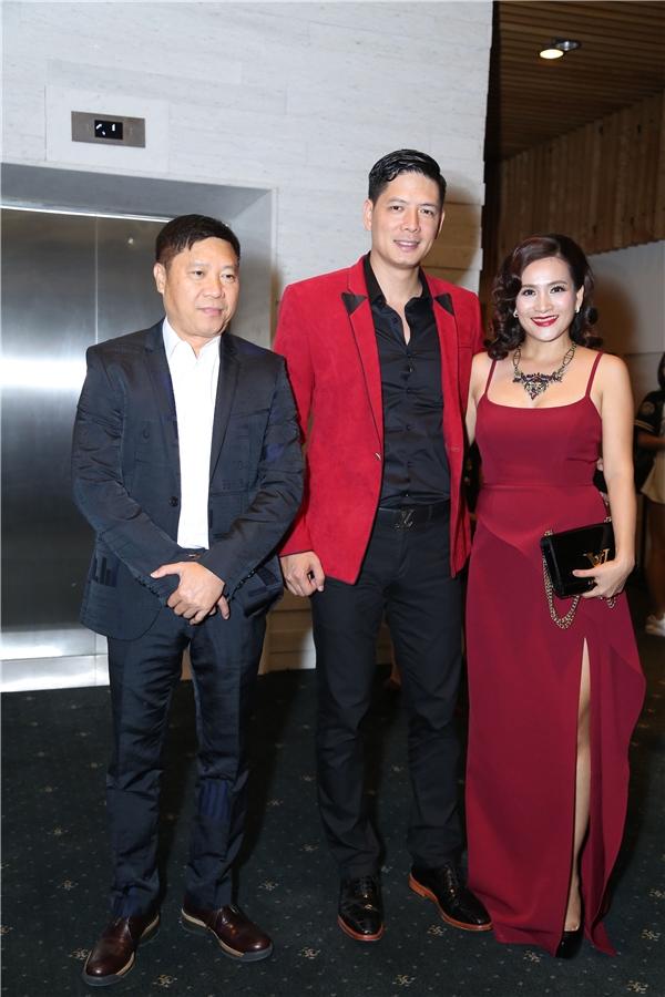 Vợ chồng nam MC Bình Minh cùng bà xãAnh Thơcũng đến theo dõi chung kết chương trình Gương Mặt Thương Hiệu.