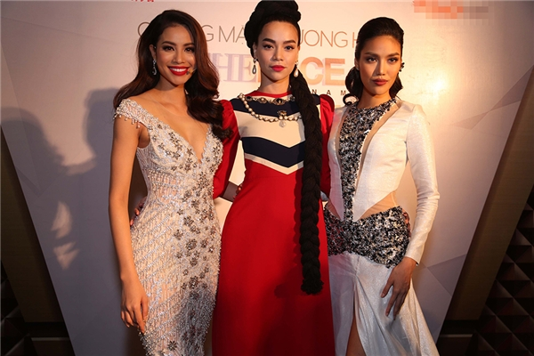 """Trong top 4 """"chiến binh"""" xuất sắc nhất của The Face Vietnam, đội Hồ Ngọc Hà sở hữu hai đại diện là Phí Phương Anh và Chúng Huyền Thanh."""