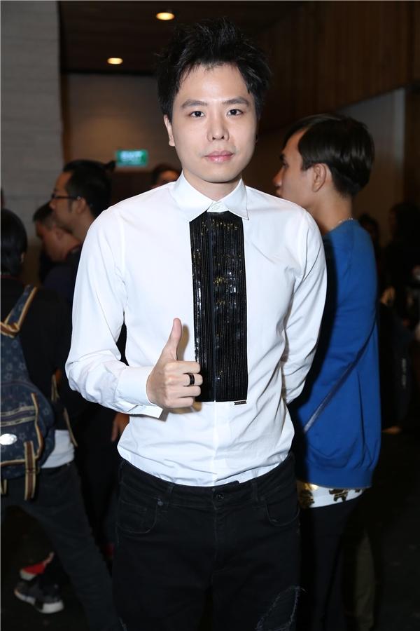 Nam ca sĩ Trịnh Thăng Bình.