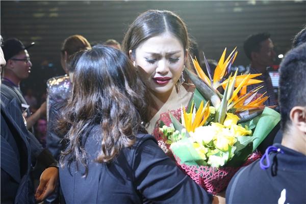 Lan Khuê rớt nước mắt khi Mai Ngô trượt ngôi quán quân