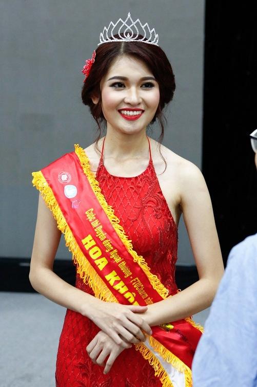 Trước khi đến với Hoa hậu Việt Nam, Thùy Dung từng đạt danh hiệu Hoa khôi cuộc thi Duyên dáng Ngoại thương. - Tin sao Viet - Tin tuc sao Viet - Scandal sao Viet - Tin tuc cua Sao - Tin cua Sao