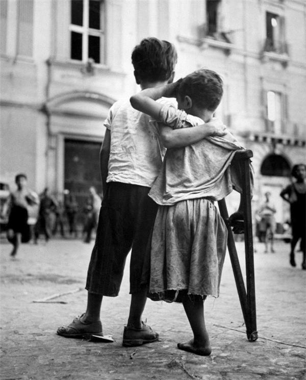 """Ngay cả trẻ em còn hiểu được """"sống là cho đâu chỉ nhận riêng mình"""", tại sao người trưởng thành như chúng ta lại bàng quang trước những tiếng kêu cứu yếu ớt trong cuộc sống?"""
