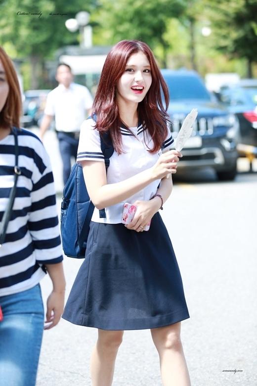 Nhan sắc xinh đẹp rạng rỡ đã giúp Somi sỡ hữu lượng fans áp đảo.