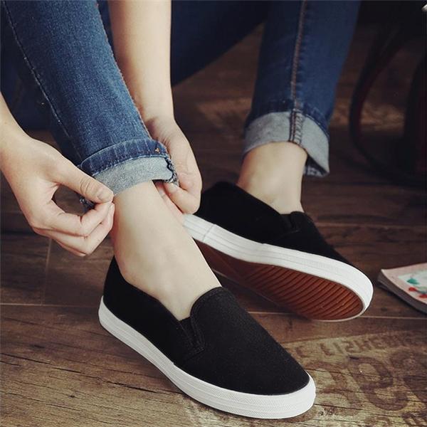 Chết cười khách hàng hỏi mua giày slip on gặp ngay chủ shop có tâm
