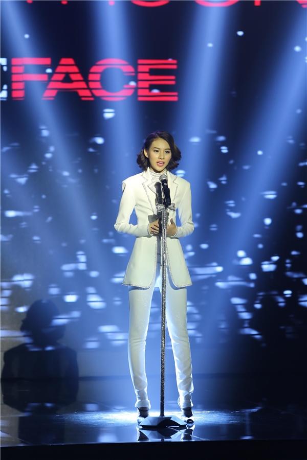 Mặt khác, khi được hỏi nếu tham gia cuộc thi Vietnam's Next Top Model, Phí Phương Anh có nghĩ mình sẽ có cơ hội giành được chiến thắng như hôm nay, cô bộc bạch rằng vì chiều cao của mình không quá nổi trội nên nếu thi Vietnam'sNext Top Model thì khả năng chiến thắng sẽ không cao.
