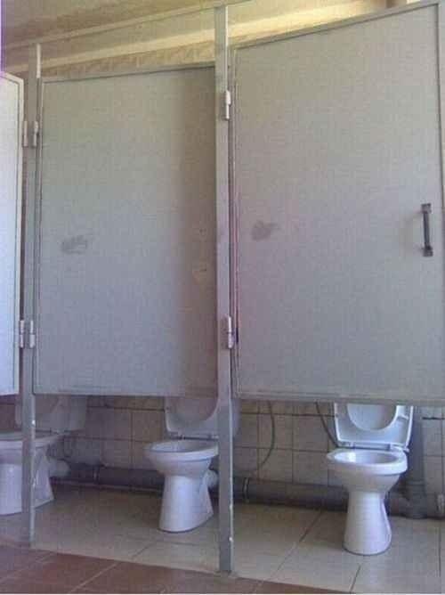 Nhà vệ sinh...