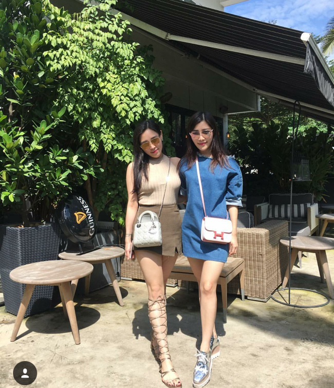 Hai chị em thường xuyên đăng tải những hình ảnh du lịch, mua sắm cùng nhau.