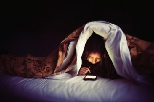 """""""Cú đêm"""" quá thường xuyênsẽ khiến bạn bị bọng mắt."""
