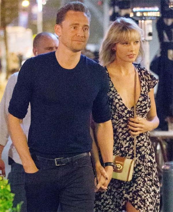 """Quan hệ yêu đương của Tom Hiddleston và Taylor Swift rơi vào """"khủng hoảng"""" sau thời gian ngọt ngào nồng nhiệt."""