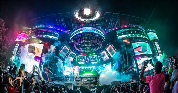 Sân khấu hoành tráng của những lễ hội âm nhạc trên thế giới.