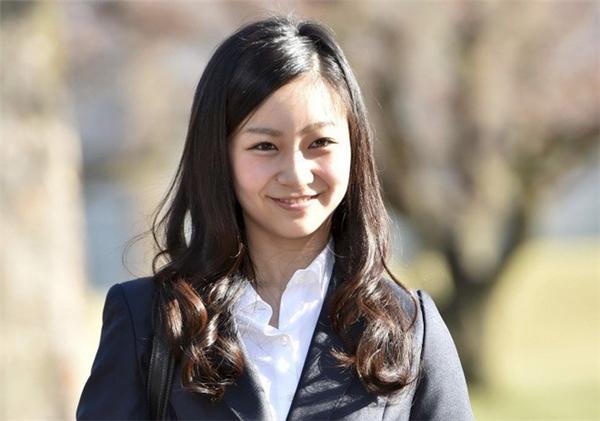 Hiện tại cô đang là sinh viêntrường Đại học quốc tế thiên chúa giáo International Christian University (ICU).