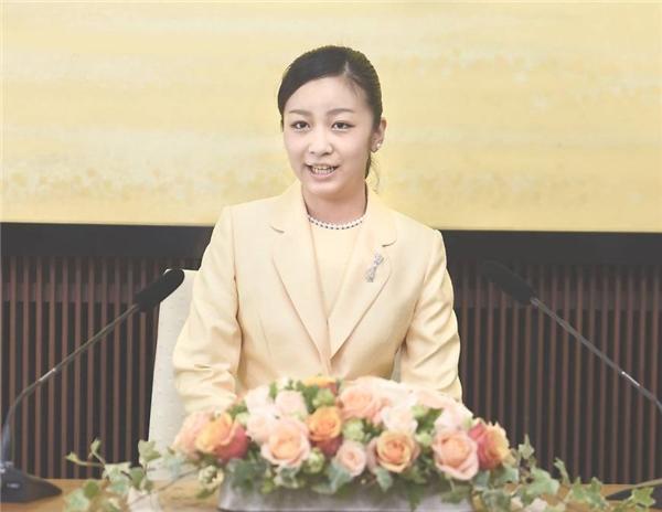 Đã hơn 20 tuổi, giờ đây công chúabắt đầu tham gia nhiều hoạt động xã hội hơn, cô thường xuyên được đại diện tham dự nhiều sự kiện trong và ngoài nước.