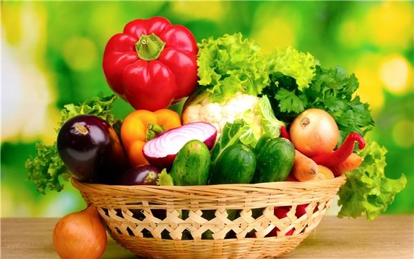 Theo một nghiên cứu của Trường đại học Leeds, Vương quốc Anh, việc xem ảnh những thực phẩm lành mạnh sẽ giúp bạn có xu hướng chọn mua những thực phẩm ít calo hơn, nhiều rau củ quả và vitamin hơn. Thử áp dụng phương pháp này trước khi đi chợ để việc giảm cân đạt hiệu quả tốt hơn nhé.