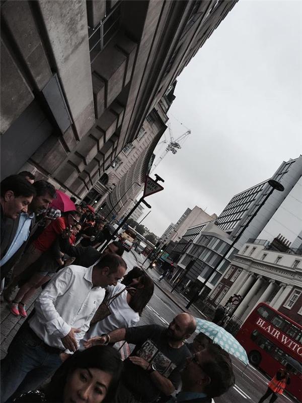 Một số hình ảnh bên ngoài khách sạn tại London được hai nam ca sĩ đăng tải trên mạng xã hội. - Tin sao Viet - Tin tuc sao Viet - Scandal sao Viet - Tin tuc cua Sao - Tin cua Sao