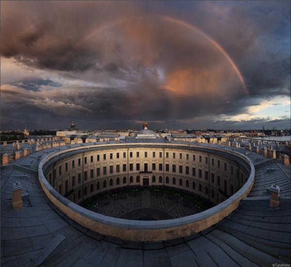 Bầu trời đẹp đếnchoáng ngợp trên nóc một học viện nghệ thuật