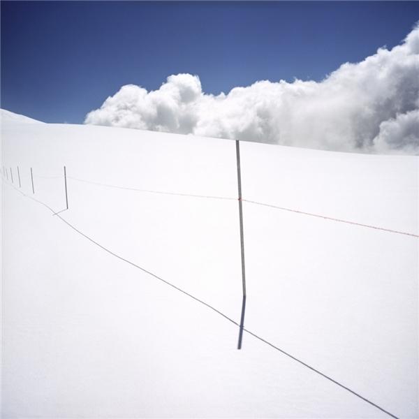 Nơi mờ mờ ảo ảo đang hiện ratrước mắt bạn chính là biên giới giữa Ý và Thụy Sĩ.