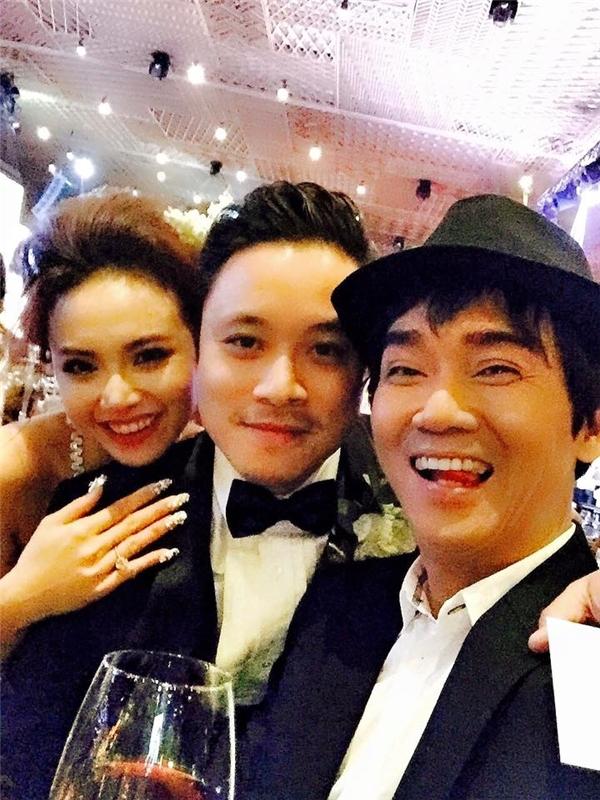 Minh Thuận luôn dành thời gian để đến chúc mừng hạnh phúc của đàn em, cụ thể trong hình là đám cưới của Đinh Ngọc Diệp,.. - Tin sao Viet - Tin tuc sao Viet - Scandal sao Viet - Tin tuc cua Sao - Tin cua Sao