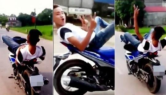 Dương Hồng Phong lái chiếc xe phân khối lớnbằng chân bị phạt 9 triệu đồng. Ảnh: Internet