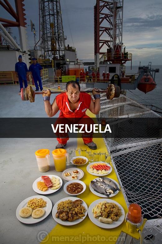 Oswaldo Gutierrez (52 tuổi), sống tại Hồ Maracaibo, Venezuela: 6.000 calo mỗi ngày. Anh chủ yếu ăn đồ chiên xào, nhiều dầu mỡ và uống 3 lít nước mỗi ngày.