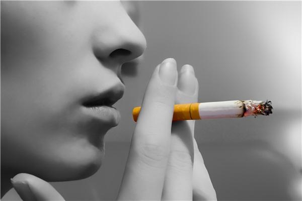 Tỉ lệ người hút thuốc bị ung thư phổi là 9/10. (Ảnh: internet)