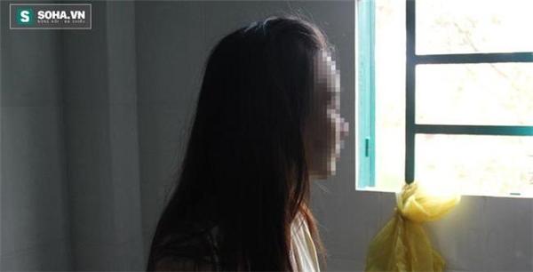 Nữ sinh 19 tuổi bị tạt axit ở TPHCM đã đi học trở lại