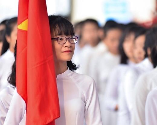 Học sinh trường THPT chuyên Bắc Ninh, tỉnh Bắc Ninh tập trung, chuẩn bị khai giảng lần đầu ở ngôi trường vừa được xây dựng với kinh phí 600 tỉ đồng. (Ảnh:Việt Hùng)