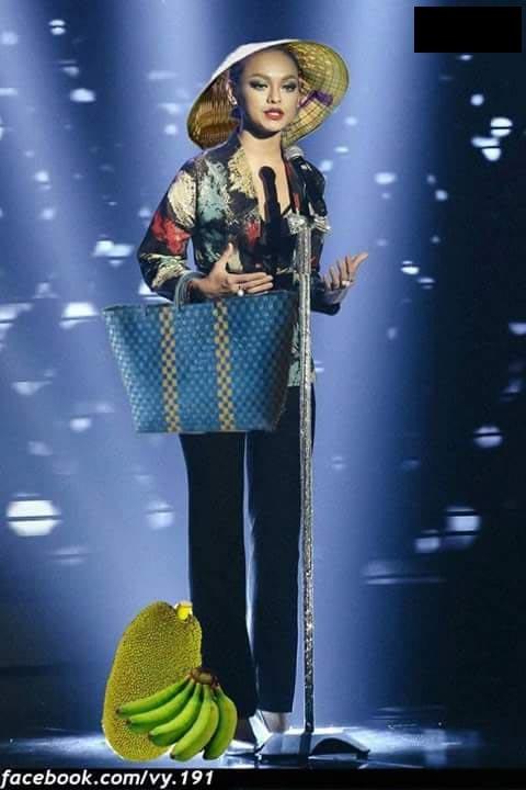 Nón lá, khăn rằn, giỏ đi chợ được khán giả dành tặng cho Mai Ngô để bộ trang phục đậm chất miền Tây hơn.