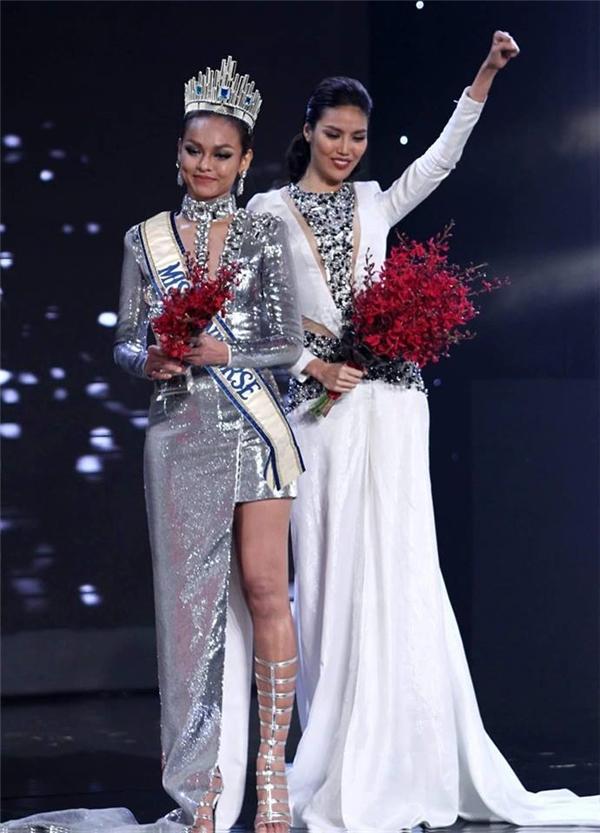 Và đây là Mai Ngô phiên bản Hoa hậu Hoàn vũ với vương miện và băng đeo.