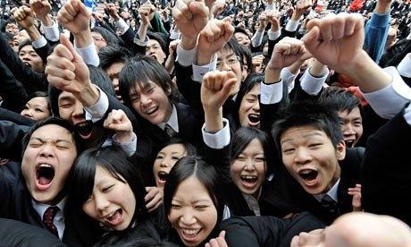 Chắc hẳn không có học sinh quốc gia nào mong ngày khai trường bằng học sinh Nhật Bản đâu nhỉ, nhìn ai cũng hăng hái thế kia cơ mà.
