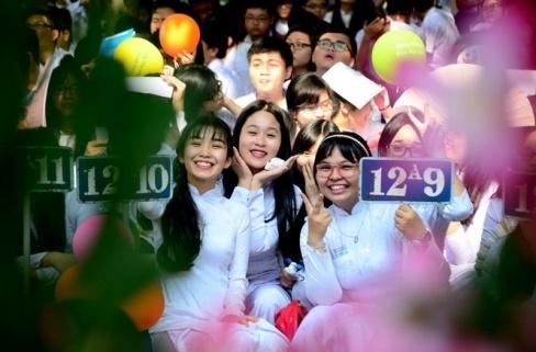 Ở Việt Nam, học sinh trên khắp cả nước sẽ cùng khai trường vào ngày 5-9. Trong ngày quan trọng này, các học sinh đều mặc đồng phục và cùng hồi hộpchờ đợi tiếng trống trườngbáo hiệu một năm học mới lại đến, từ học sinh tiểu học đến phổ thông, nhìn ai cũng vô cùng vui vẻ hạnh phúc.