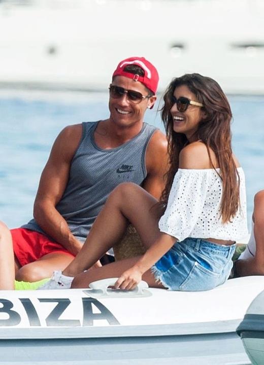 Nữ diễn viên cũng có tin đồn hẹn hò khi đi nghỉ mát cùng với Ronaldo.