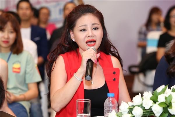 Nữ diễn viên khuấy động sân khấu với màn ca vọng cổ bằng tên 400 nghệ sĩ.