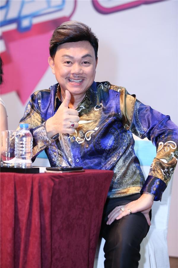 """Chia sẻ suy nghĩ về chương trình, nam danh hài cho biết: """"Format gameshow mới lạ, lần đầu tiên xuất hiện ở Việt Nam. Tôi không chỉ là người đưa ra các thử thách mà chính bản thân tôi cũng """"bị"""" thử thách nhiều tình huống chương trình đưa ra""""."""