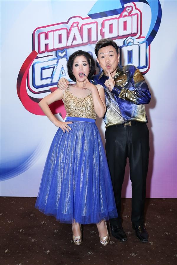 Giữ vai trò giám khảo chính của Hoán Đổi Cặp Đôi là hai nghệ sĩ lừng danh Chí Tài và Thúy Nga, bên cạnh người dẫn chương trình MC Đại Nghĩa.