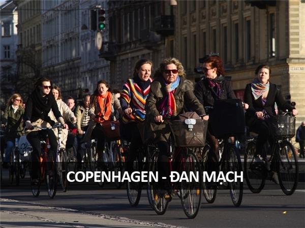 Giao thông giờ tan tầm tại tuyến đường dành cho xe đạp nhộn nhịp nhất thế giới ở Copenhagen, Đan Mạch.