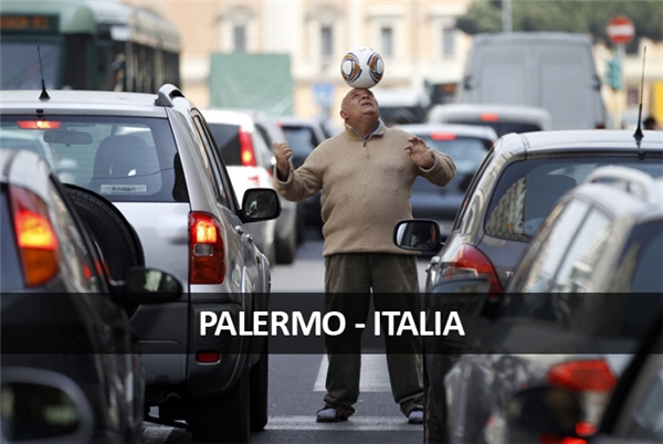 Đây là cách người Palermo vui tính giết thời gian trong khi bị kẹt xe.