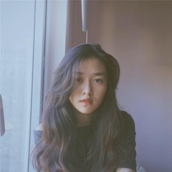 Ở tuổi trăng rằm, cônữ sinh trường Phan Đình Phùng đangthử sức với vai trò mẫu ảnh trong nhiều bộ hình thời trang, bộc lộ tiềm năng, tố chất người mẫu, hứa hẹn là cái tên đầy triển vọng trong tương lai.