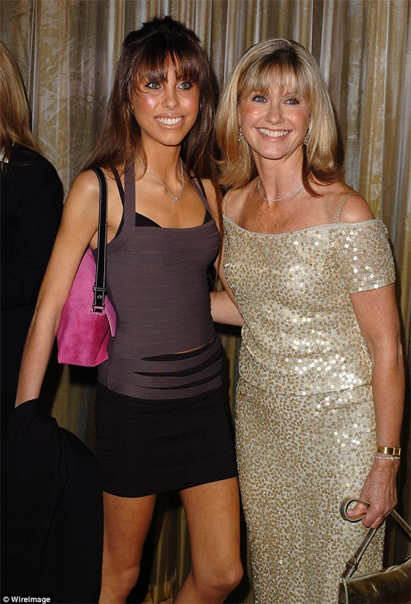 Năm 2004, Chloe tham giavới mẹ trong bữa tiệc tốiPenfolds đượctổ chức tại Beverly Hills.