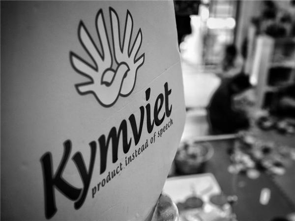 Xưởng sản xuấtKymvietdo anh Nguyễn Đức Minh -một người khuyết tật lập ra với mục đíchtạo việclàm cho những người cùng cảnh ngộ như mình. Xưởng thành lập từ tháng 12/2013,tập trung sản xuấtgấu bông và các đồthủ công mỹ nghệ.