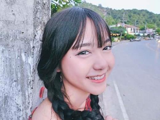 Dù đang niềng răng songPornsawan vẫn không hề kém xinh hơn bất kì hot girl nào khác.