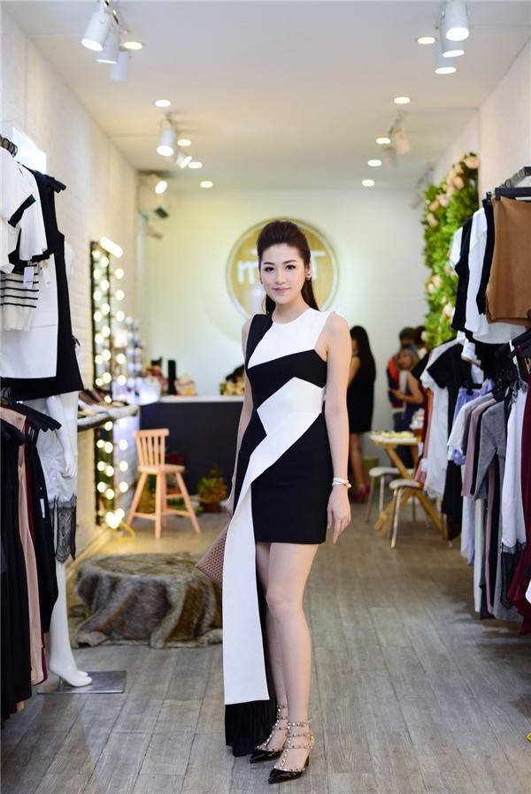 Mới đây, Á hậu Tú Anh vừa xuất hiện rạng rỡ trong một sự kiện tại Hà Nội. - Tin sao Viet - Tin tuc sao Viet - Scandal sao Viet - Tin tuc cua Sao - Tin cua Sao