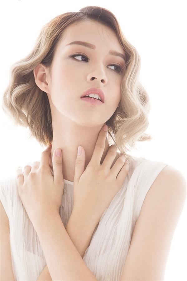 Dù là gương mặt mới nhưng chỉ sang tập 2 của chương trình, Phí Phương Anh đã khiến các đàn chị như: Mai Ngô, Khánh Ngân, Kim Chi… phải dè chừng bởi những tố chất của một người mẫu chuyên nghiệp sớm được bộc lộ.