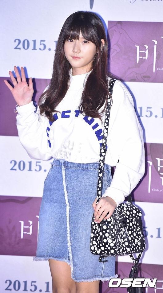 Trước đó, ngôi sao School 2015 và Kim Sae Ron cũng đến ủng hộ diễn xuất của Kim Yoo Jung trong dự án điện ảnh Secret