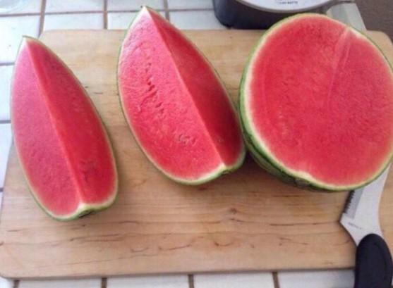 Ai mà may thếxơi được quả dứa hấu cóvỏ vừa mỏng, ruột vừa đỏ, hạt vừa ít thế kia.