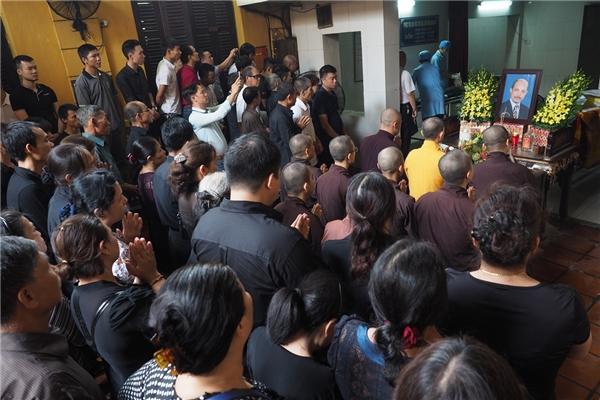 Lễ tụng kinh cầu nguyệncho nghệ sĩ có rất nhiều người tham gia - Tin sao Viet - Tin tuc sao Viet - Scandal sao Viet - Tin tuc cua Sao - Tin cua Sao