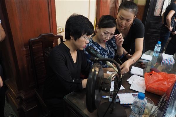 MC Thảo Vân trong vai trò ban tổ chức tang lễ - Tin sao Viet - Tin tuc sao Viet - Scandal sao Viet - Tin tuc cua Sao - Tin cua Sao