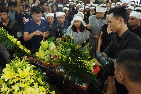 Phòng tang lễkhông còn chỗ trống - Tin sao Viet - Tin tuc sao Viet - Scandal sao Viet - Tin tuc cua Sao - Tin cua Sao